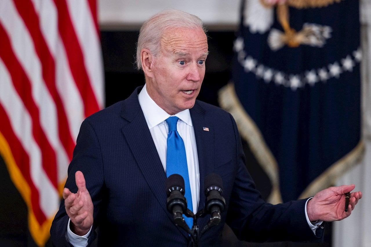 Persona física y un señor de Murcia: Los giros de Joe Biden 'a lo Bisbal'