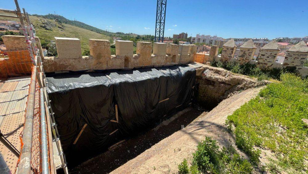 El Baluarte de los Pozos de Cáceres se vaciará para conservar el monumento que sufre graves daños estructurales
