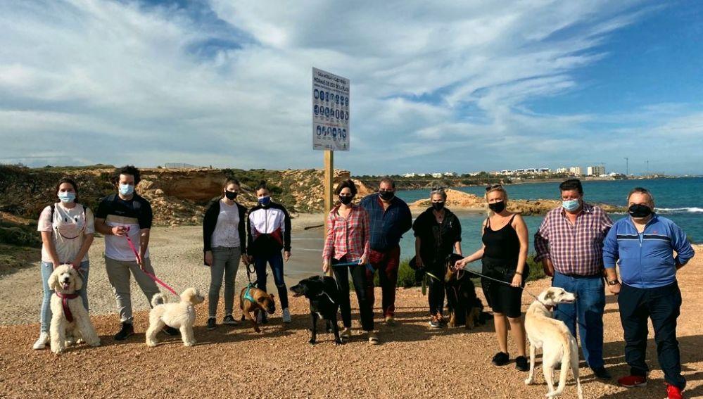 """Firmado el Decreto que autoriza y permite desde hoy mismo el acceso y la estancia de perros en la """"Cala Cabo Peñas"""" más conocida por todos como Cala Mosca II"""