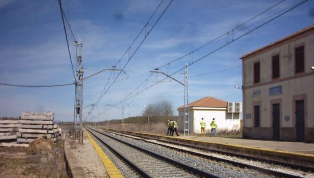 Adif licita las obras de adaptación de la estación de Espinosa-El Caballo para permitir el estacionamiento y apartado de trenes de 750 m de longitu