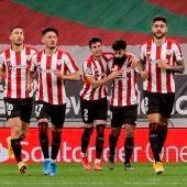Los futbolistas del Athletic celebran un gol.