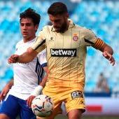 David López controla el balón en el partido del Espanyol.