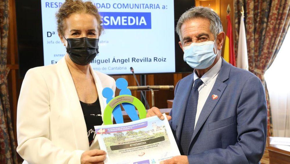 La Fundación Atresmedia recibe un reconocimiento por su labor a favor de la lucha contra el acoso escolar