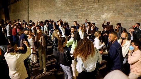 Aglomeraciones tras finalizar el estado de alarma en Barcelona