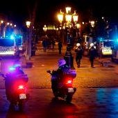 Aspecto del Paseo del Born de Barcelona, hoy sábado por la noche después del toque de queda y antes de que termine el estado de alarma.
