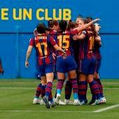 Las jugadoras del Barcelona celebran un gol contra el PSG.