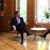 El presidente del Gobierno, Pedro Sáchez, con su homólogo griego, Kyrianos Mitsotakis