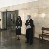 La nueva magistrada, Lourdes Ramírez, y el presidente del TSJ de Castilla-La Mancha, Vicente Manuel Rouco.