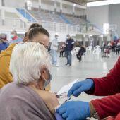 El Ayuntamiento de Cáceres hace un llamamiento a los mayores de 60 años que no se hayan vacunado para que acudan a la vacunación sin cita