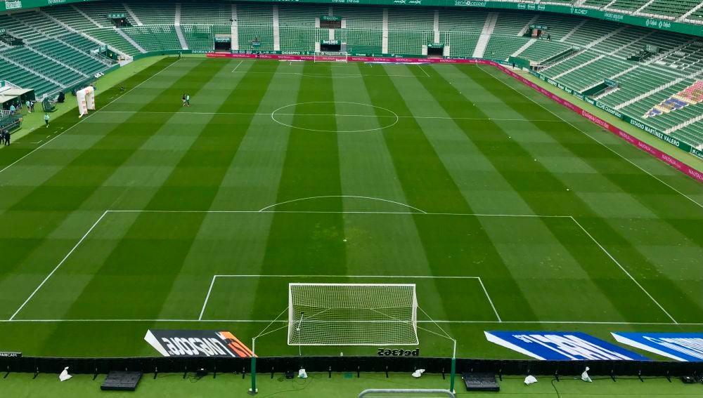 Imagen del estadio Martínez Valero vacío desde el anillo de Fondo Sur.