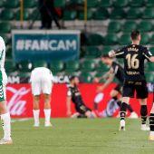 Los jugadores del Alavés celebran el segundo gol del partido