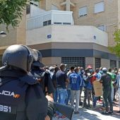 Un juzgado cree que el Ayuntamiento de Albacete no vigiló la salud de los policías tras el motín de temporeros