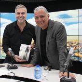 Juan Ramón Lucas presenta su libro 'Agua de luna'