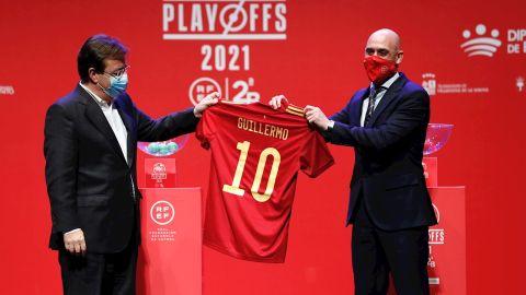 Rubiales y Fernández Vara presentan el playoff