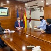 Acuerdo de colaboración entre Adeca y Gasóleos Sánchez Murcia con ventajosas condiciones para sus asociados