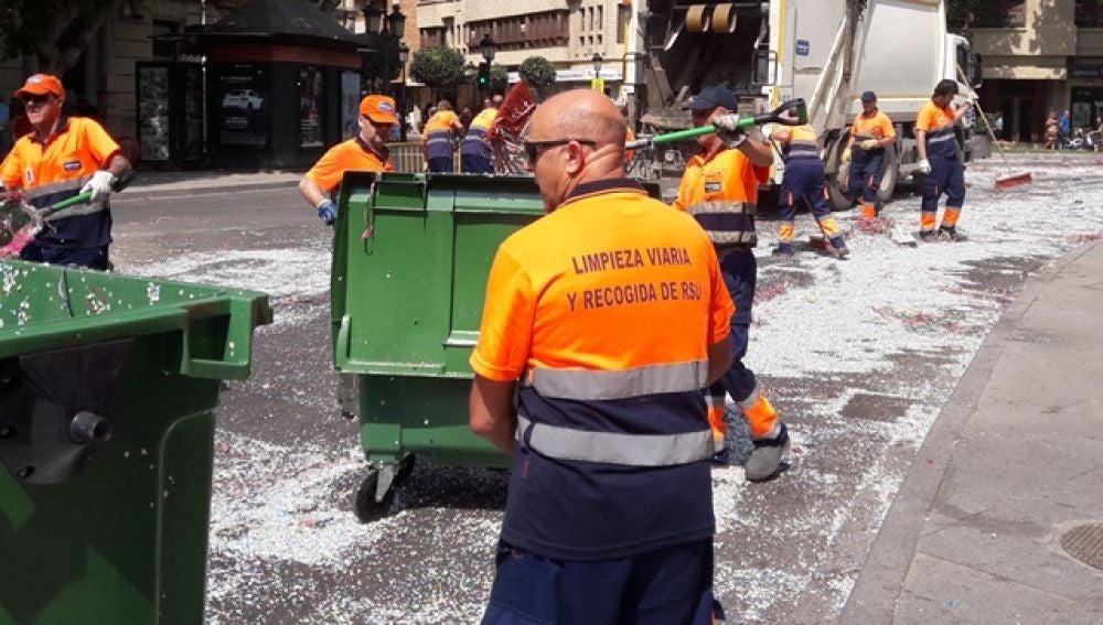 """Reunión """"in extremis"""" para evitar la huelga de recogida de basuras en la capital"""