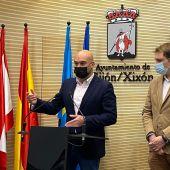 Rueda de prensa de los portavoces de Foro en el Ayuntamiento de Gijón y la Junta General