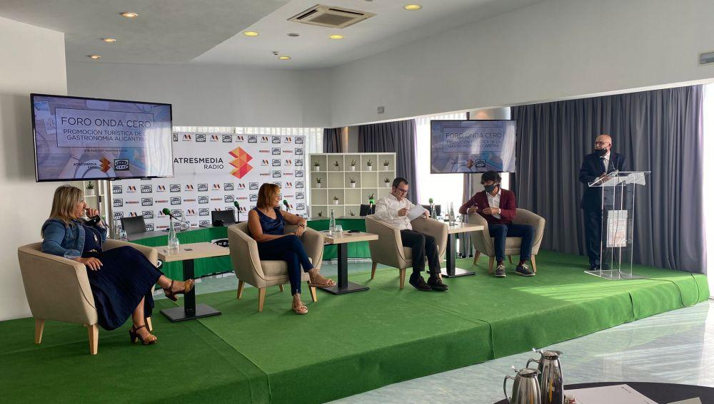 Mesa de debate compuesta por Valera, San Román, Anca y Galdeano.