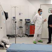 Juli Fuster durante la visita realizada al hospital Mateu Orfila.
