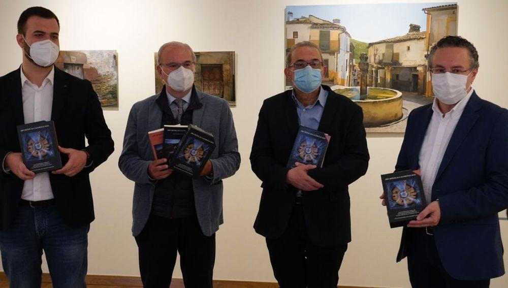 Presentado el libro '200 crónicas cacereñas más', donde se recogen las crónicas que los dos cronistas oficiales