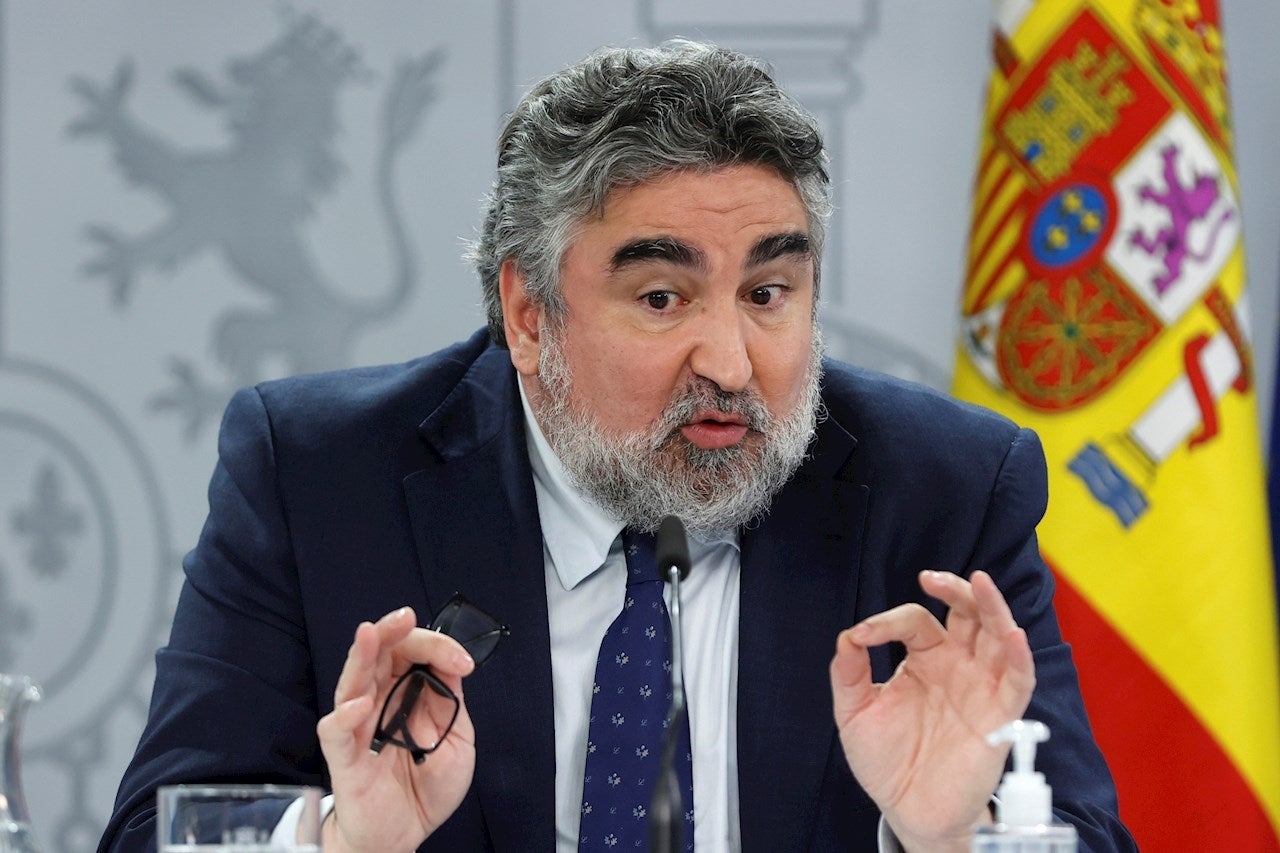 El ministro de Cultura desautoriza al PSOE de Madrid y defiende a Trapiello