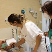 Estudiantes de Medicina de la UEx piden que se les vacune para poder realizar las prácticas de forma segura