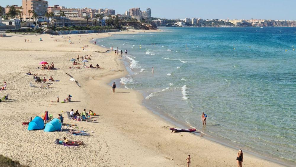 La Generalitat Valenciana ha trasladado al Ayuntamiento de Pilar de la Horadada su felicitación porque la FEE ha decidido volver a otorgar el distintivo Bandera Azul a seis playas del término municipal