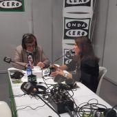 La directora de Gente Viajera, Esther Eiros, conversando con la directora de Turismo de Barcelona, Marian Muro, desde Fitur 2021