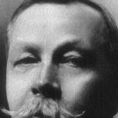 Com era el creador de Sherlock Holmes, sir Arthur Conan Doyle?