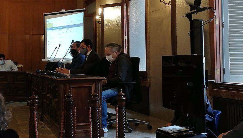 El acusado por la muerte de una mujer de la Colonia de Sant Jordi en 2019, sentado en la Audiencia Provincial para el juicio