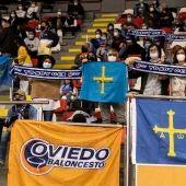 Aficionados del Liberbank Oviedo Baloncesto en Coruña.