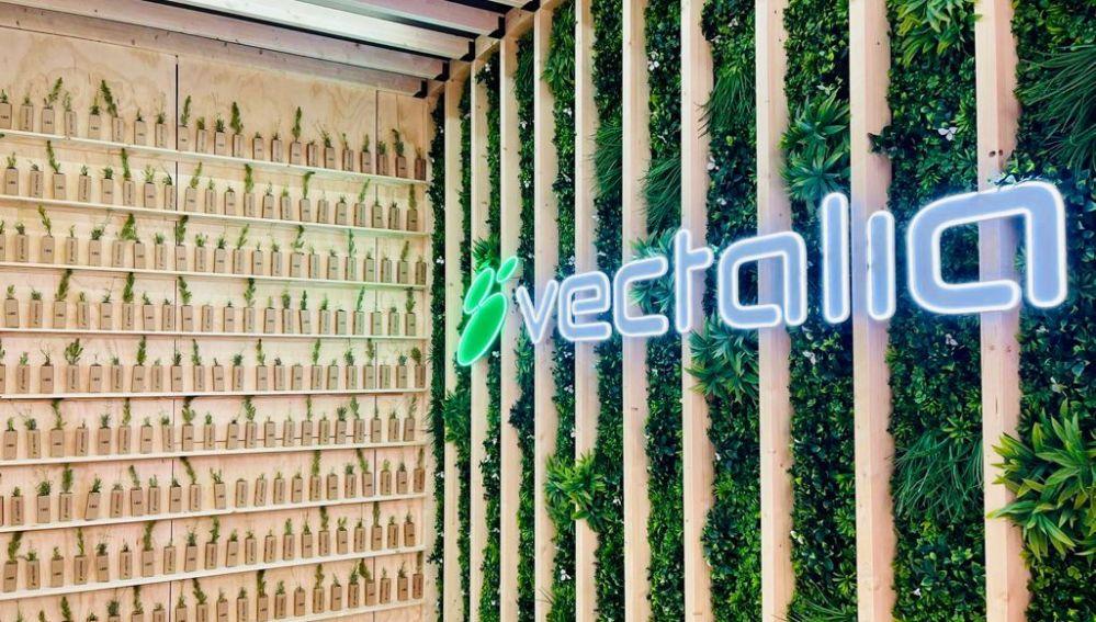 Vectalia ha donado árboles entre sus visitantes en FITUR