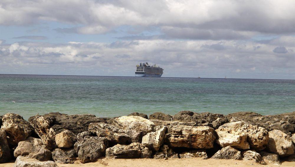 El crucero 'Odyssey of the Seas' en la bahía de Palma.