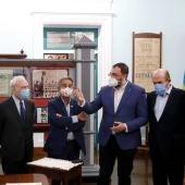 Los presidentes durante la visita al Museo