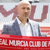 """Manolo Molina: """"Me gustaría que siete u ocho jugadores de la actual plantilla del Real Murcia continuasen la próxima temporada"""""""