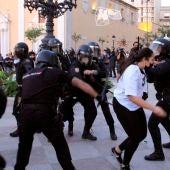 Miembros de la Policía Nacional ante las protestas el lunes en la Plaza de los Reyes de Ceuta