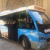 Un minibus eléctrico recorre en pruebas el Casco Viejo