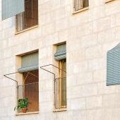 Un edificio de pisos rehabilitado en el barrio palmesano de Son Gotleu.