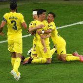 Los juagdores del Villarreal celebran el gol de Gerard Moreno