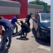 La Policía Nacional realiza una intervención en el Barrio La Pradera