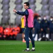 Unai Emery dirige un entrenamiento.