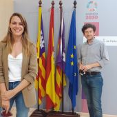 El regidor de Participación Ciudadana y Gobierno Interior, Alberto Jarabo, y la directora general de Participación Ciudadana, Clàudia Costa.