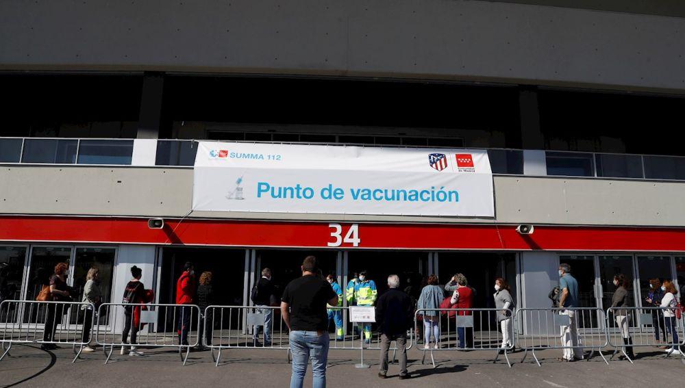 Autocita vacuna Covid en Madrid: cómo funciona, quién puede pedir cita, horarios y cuál es la web