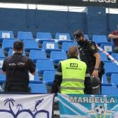 La policía precinta una zona de tribuna por un desprendimiento