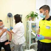 Castilla-La Mancha empezará a vacunar a los menores de 50 años este viernes