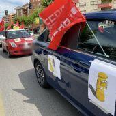 La caravana de vehículos a su paso este jueves por Hermanos Becerril