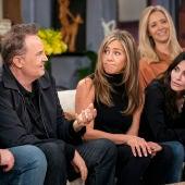 Imagen promocional del reencuentro de los actores de la serie 'Friends'