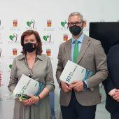 La alcaldesa de Almoradí, María Gómez, firma un convenio de colaboración que permite a los alumnos del centro de formación El Campico realizar sus prácticas en el Ayuntamiento de Almoradí