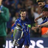 """Azpilicueta levanta al cielo de Oporto la segunda Champions League del Chelsea: """"Es increíble"""""""