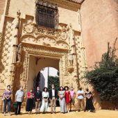 El delegado de Hábitat Urbano, Cultura y Turismo durante una visita al Alcázar de Sevilla